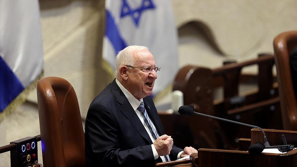 ريفلين يحث القيادة العربية في إسرائيل على إسماع