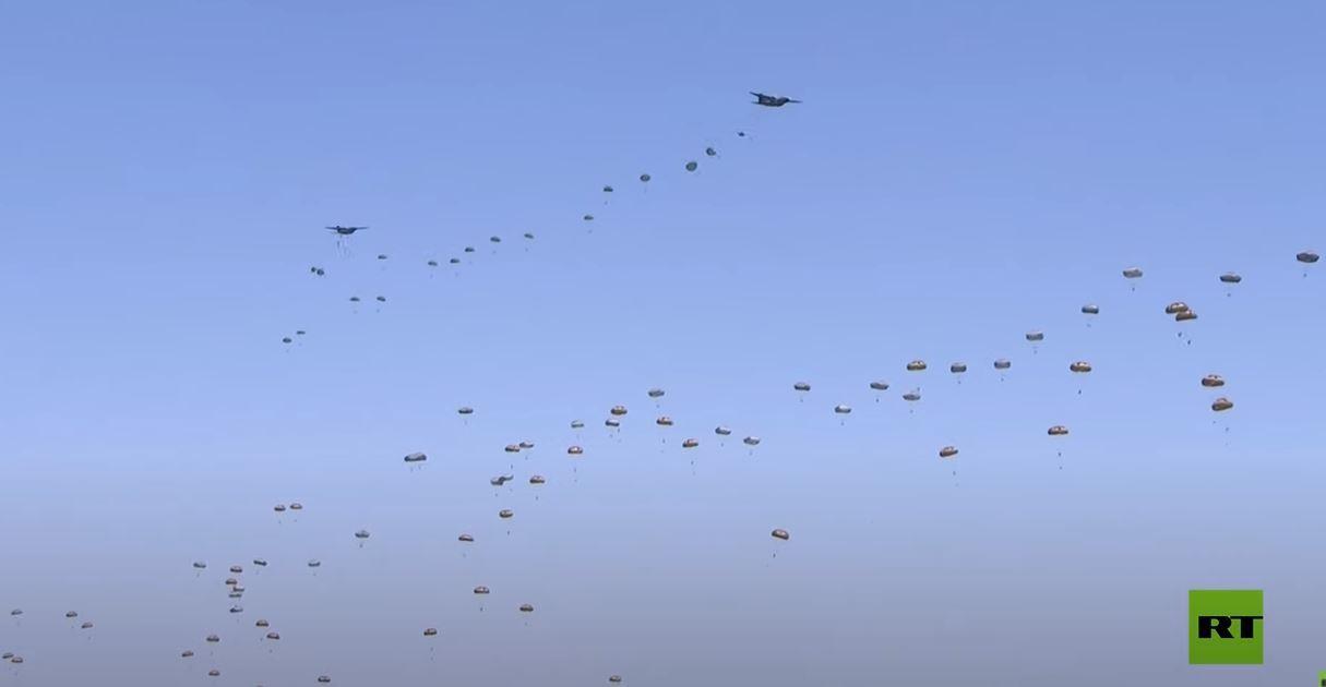 إنزال ألف مظلي أمريكي وأوروبي أثناء تدريبات في رومانيا