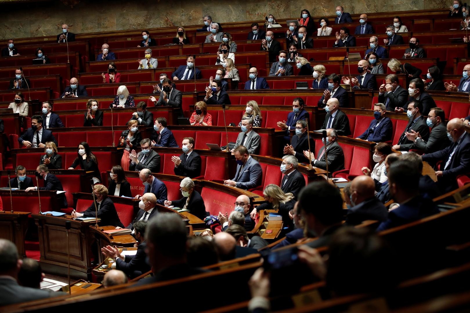 النواب الفرنسيون يصوتون ضد
