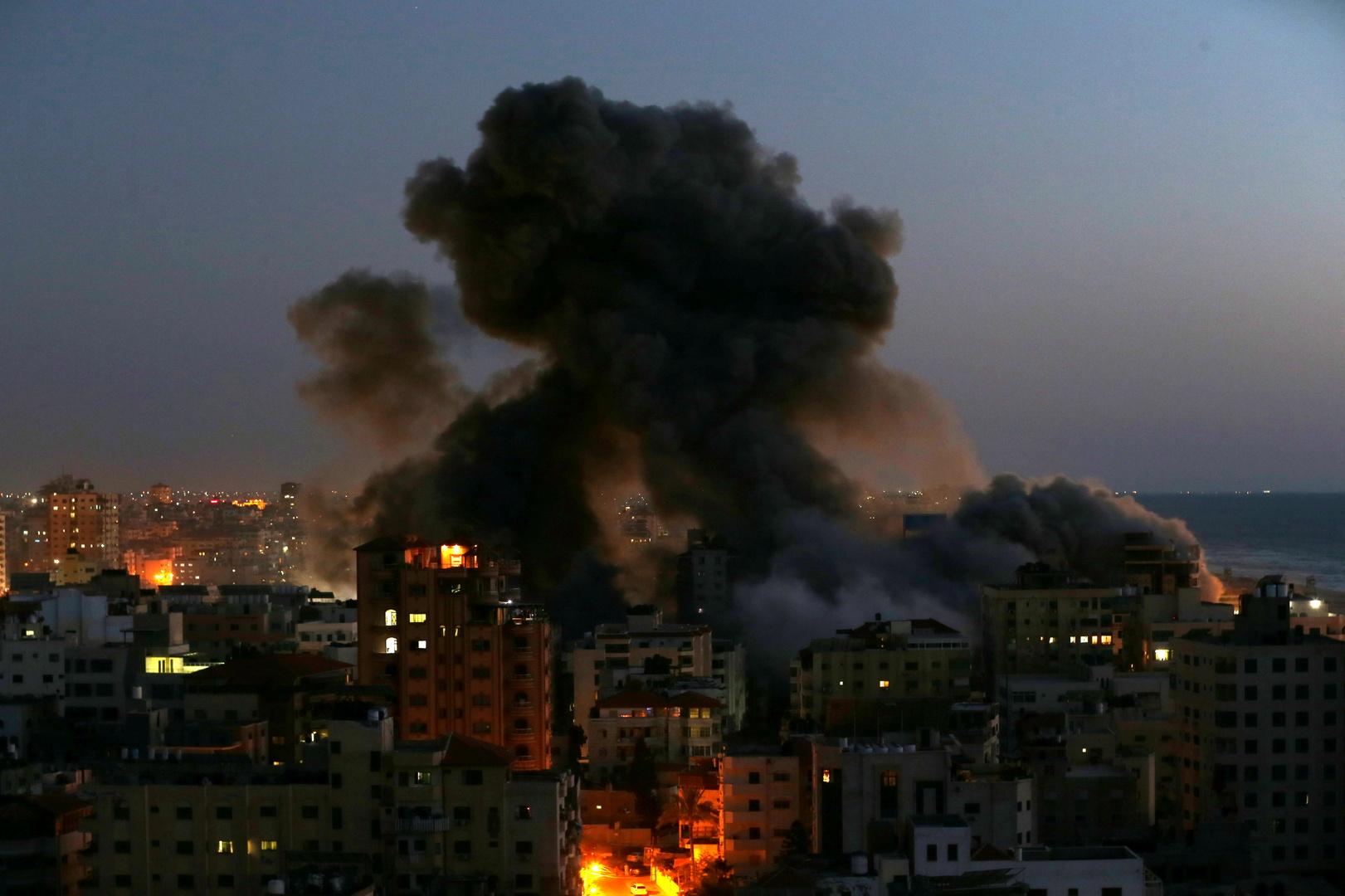 إسرائيل تستأنف الرحلات الجوية بعد توقف قصير بسبب القصف من قطاع غزة