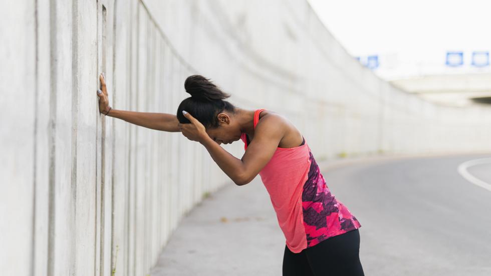 تغييرات في المشي والرؤية قد تكون علامة على نقص فيتامين ضروري للجسم!