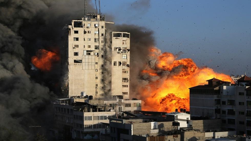 المقاتلات الإسرائيلية تدمر برج الشروق بمدينة غزة (فيديو)