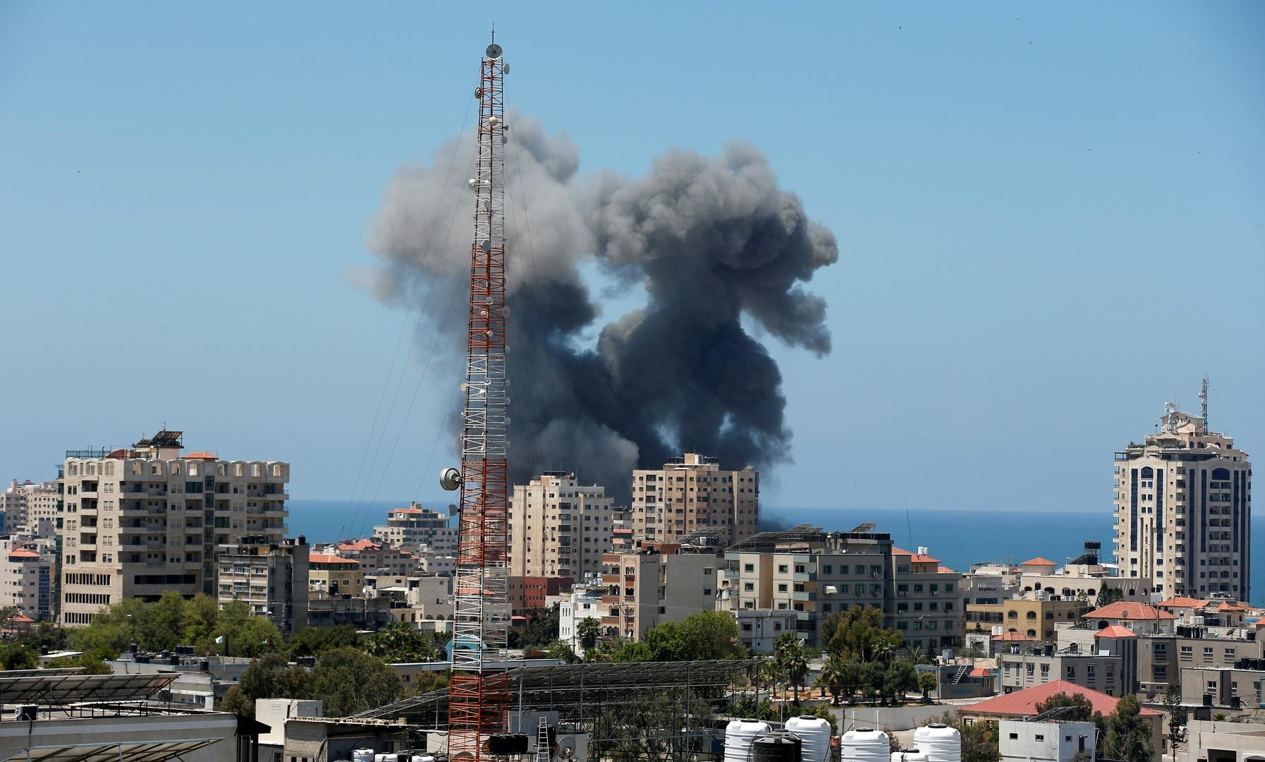 مراسلنا: الطيران الإسرائيلي يشن غارات عنيفة غرب مدينة غزة