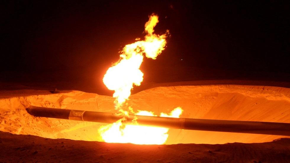 الأردن يعلن إخماد حريق في 4 أنابيب نفط تغذي مصفاة العقبة