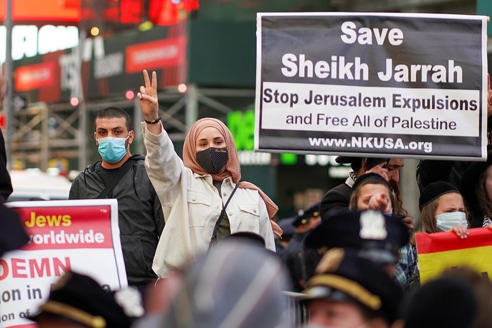 العشرات يتظاهرون في مدينة نيويورك الأمريكية دعما للفلسطينيين