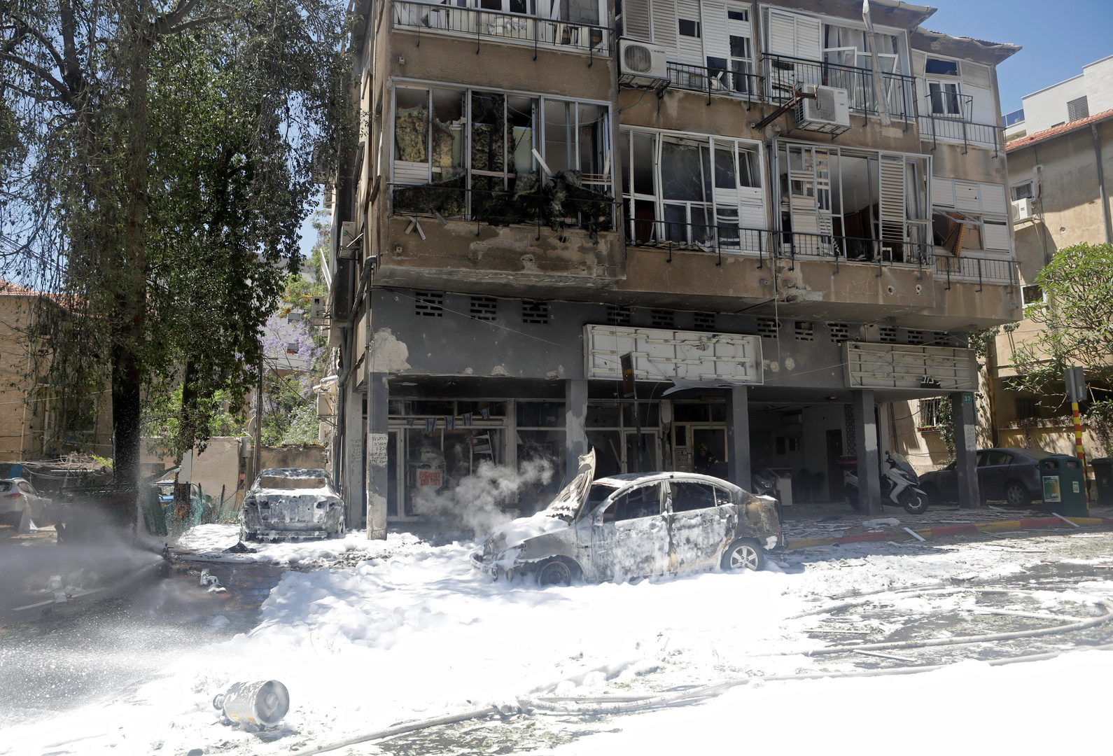 بالفيديو.. قتيل جراء سقوط صاروخين فلسطينيين على مدينة رمات غان قرب تل أبيب