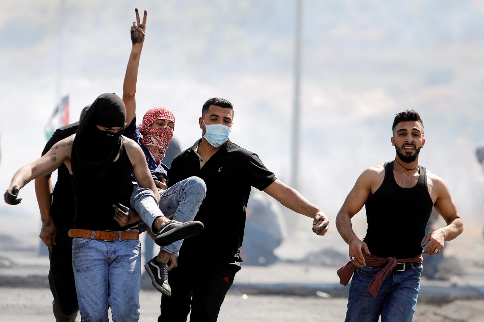 فلسطينيون يحتجون على التصعيد الإسرائيلي-غزة