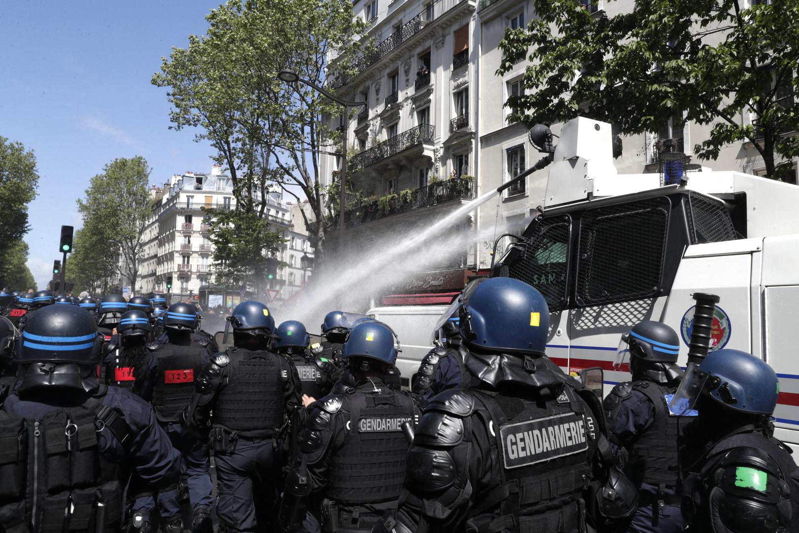 الشرطة الفرنسية تفرق مظاهرة مناصرة للفلسطينيين في باريس (فيديو)