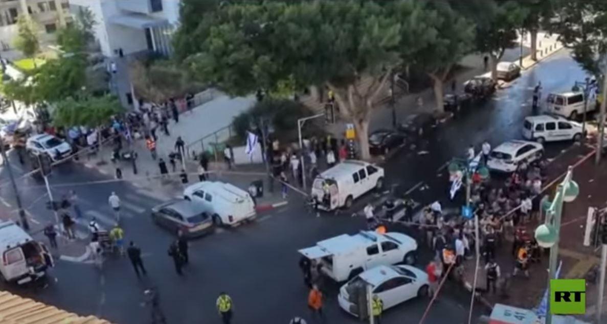 صفارات الإنذار تدوي قرب تل أبيب وسط هجمات صاروخية من غزة