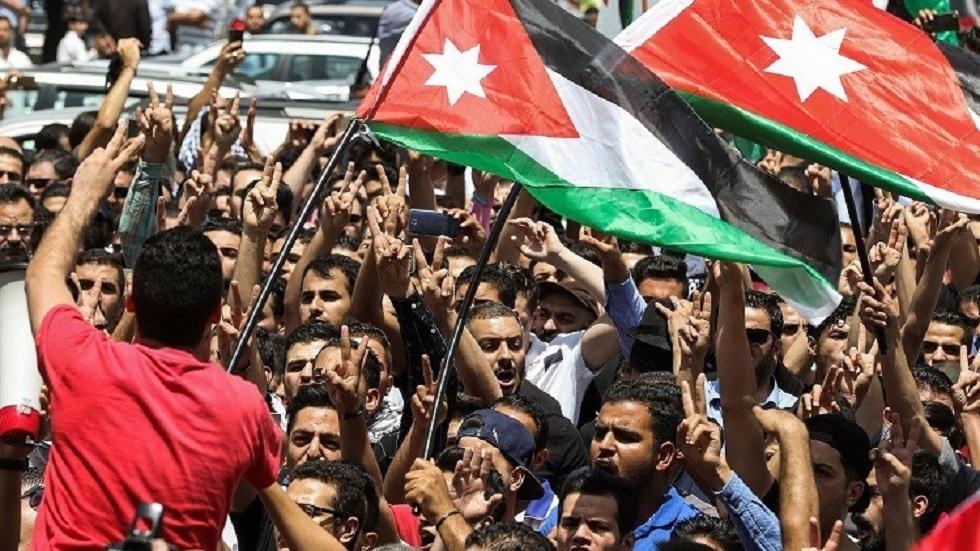 مظاهرة حاشدة قرب السفارة الإسرائيلية في عمّان