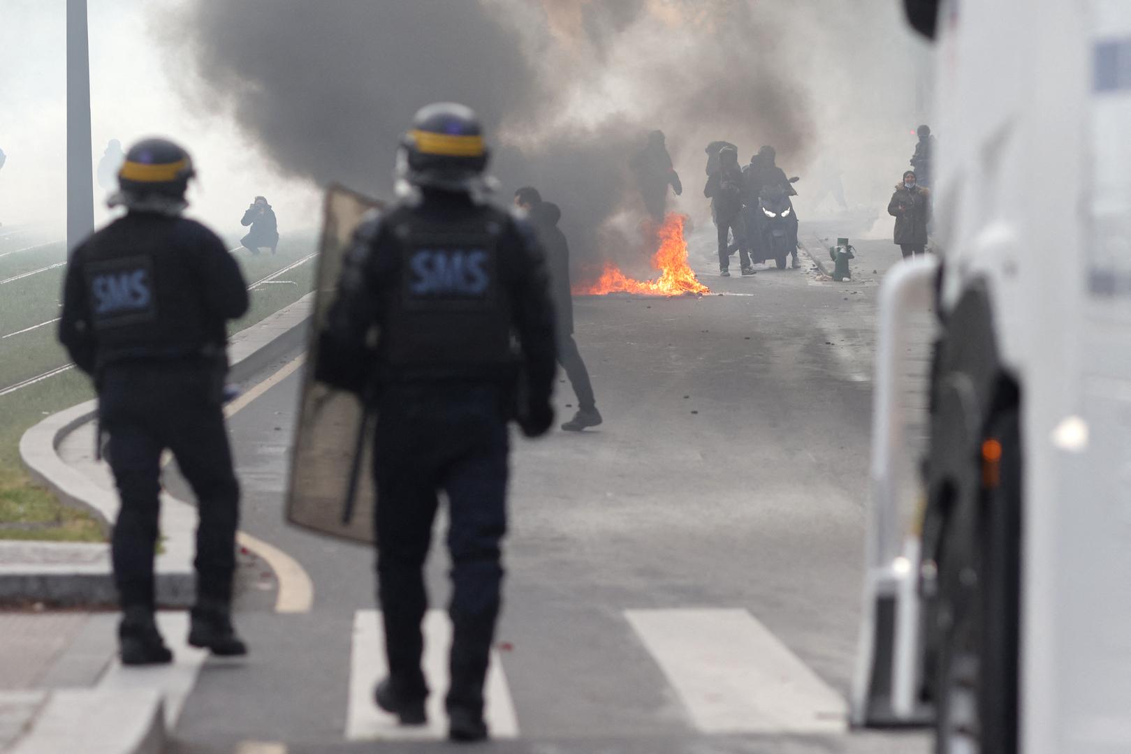 توقيف العشرات أثناء مظاهرة محظورة مؤيدة لفلسطين في باريس