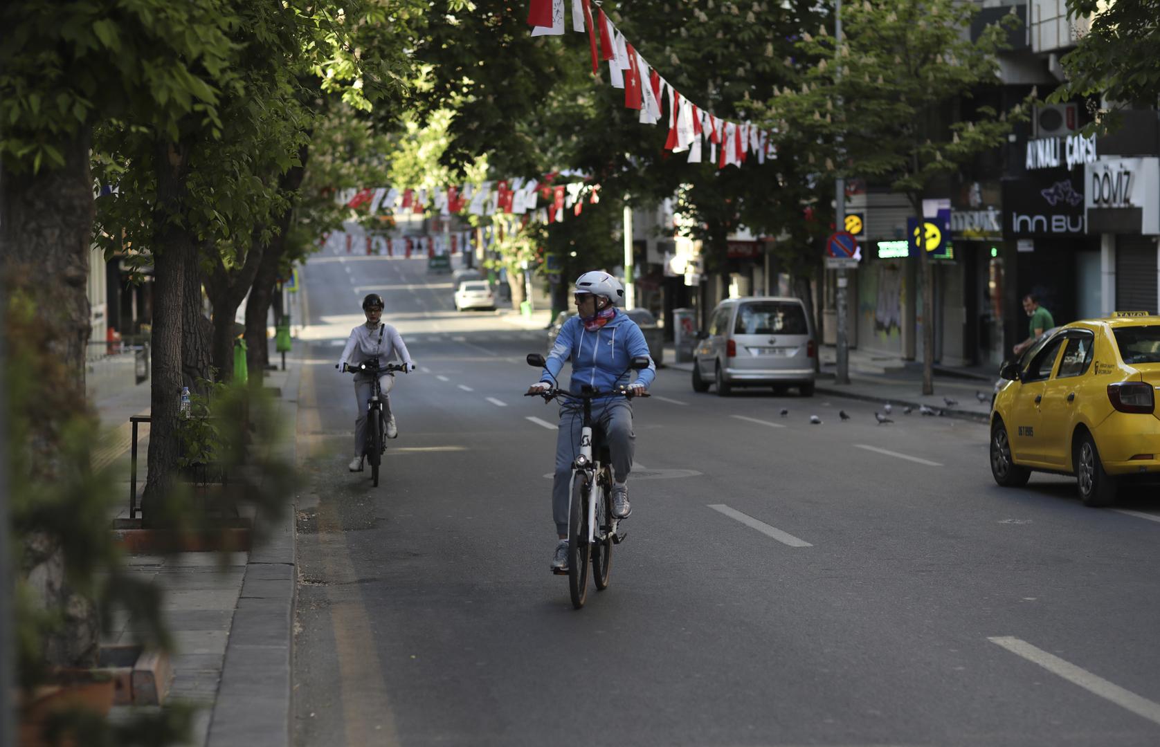 تركيا تعود تدريجيا إلى الحياة الطبيعية بعد إغلاق عام لمواجهة كورونا