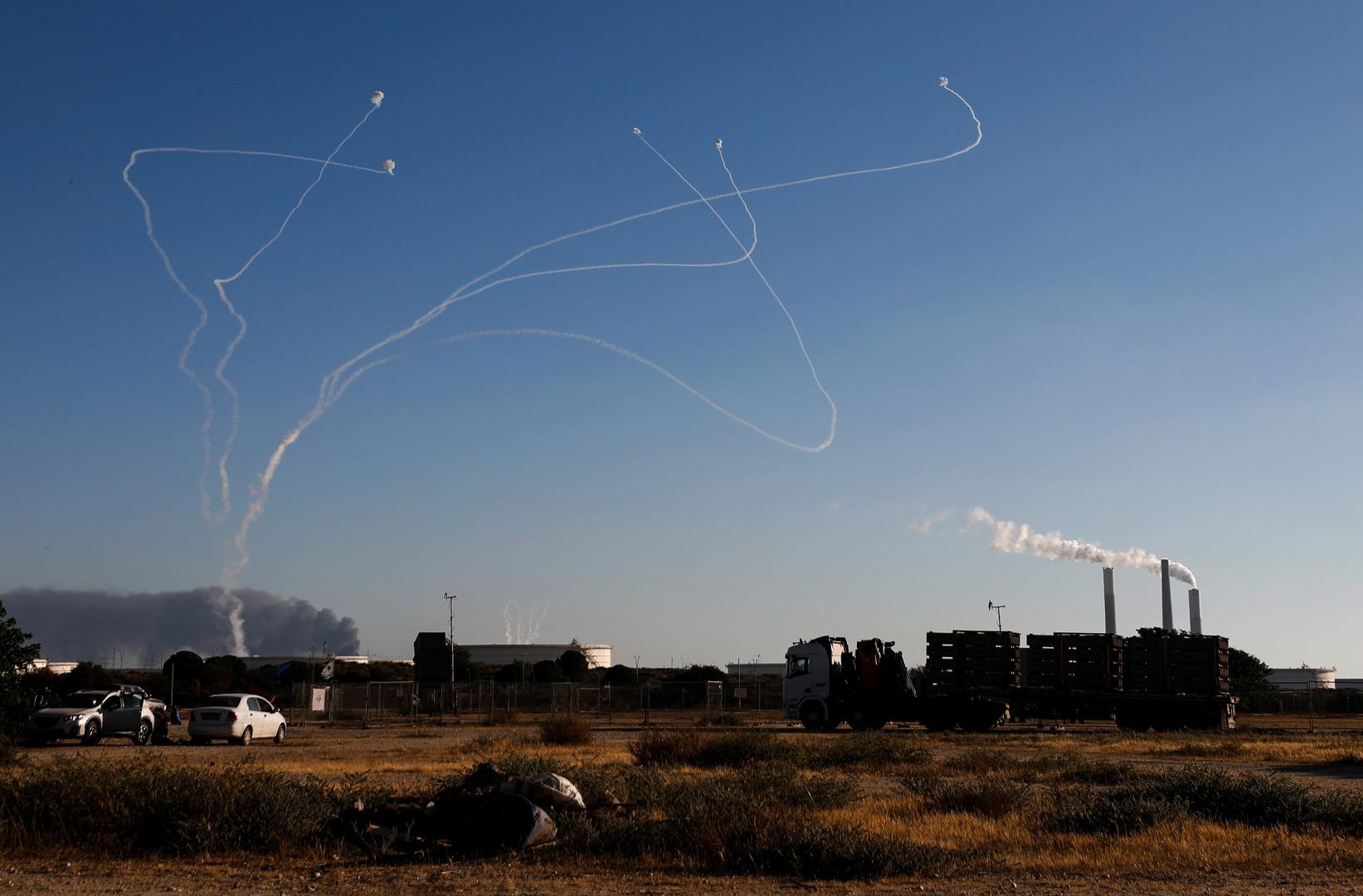 """محاولة اعتراض صواريخ تم إطلاقها من قطاع غزة باتجاه الأراضي الإسرائيلية عبر نظام """"القبة الحديدية"""""""