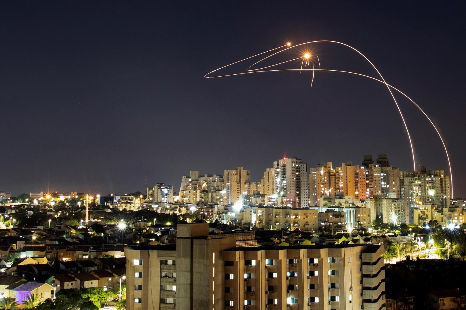 الجيش الإسرائيلي: تم إطلاق 60 صاروخا من قطاع غزة باتجاه إسرائيل خلال الليلة الماضية