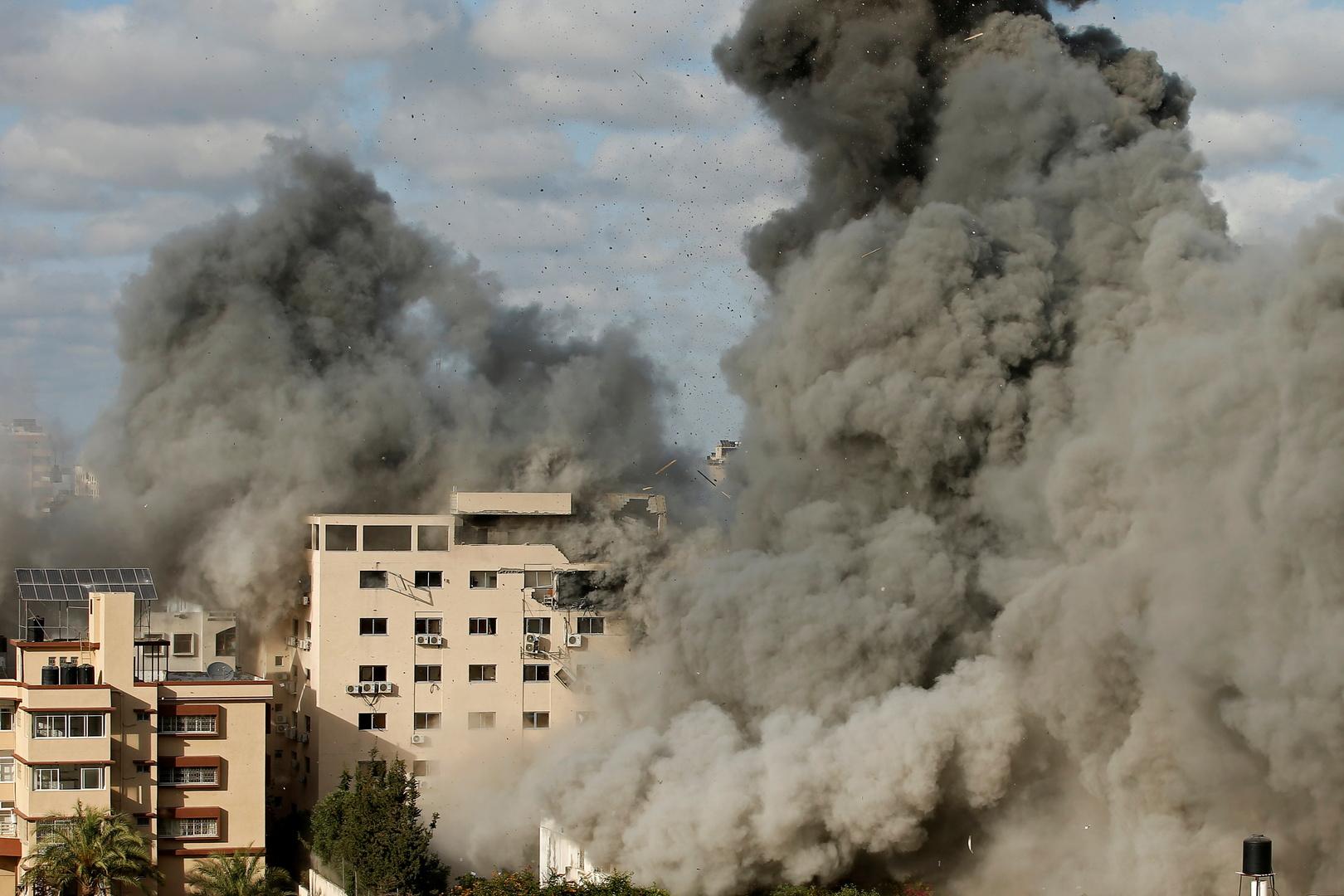 قتيلان و10 جرحى في قصف إسرائيلي عنيف على قطاع غزة