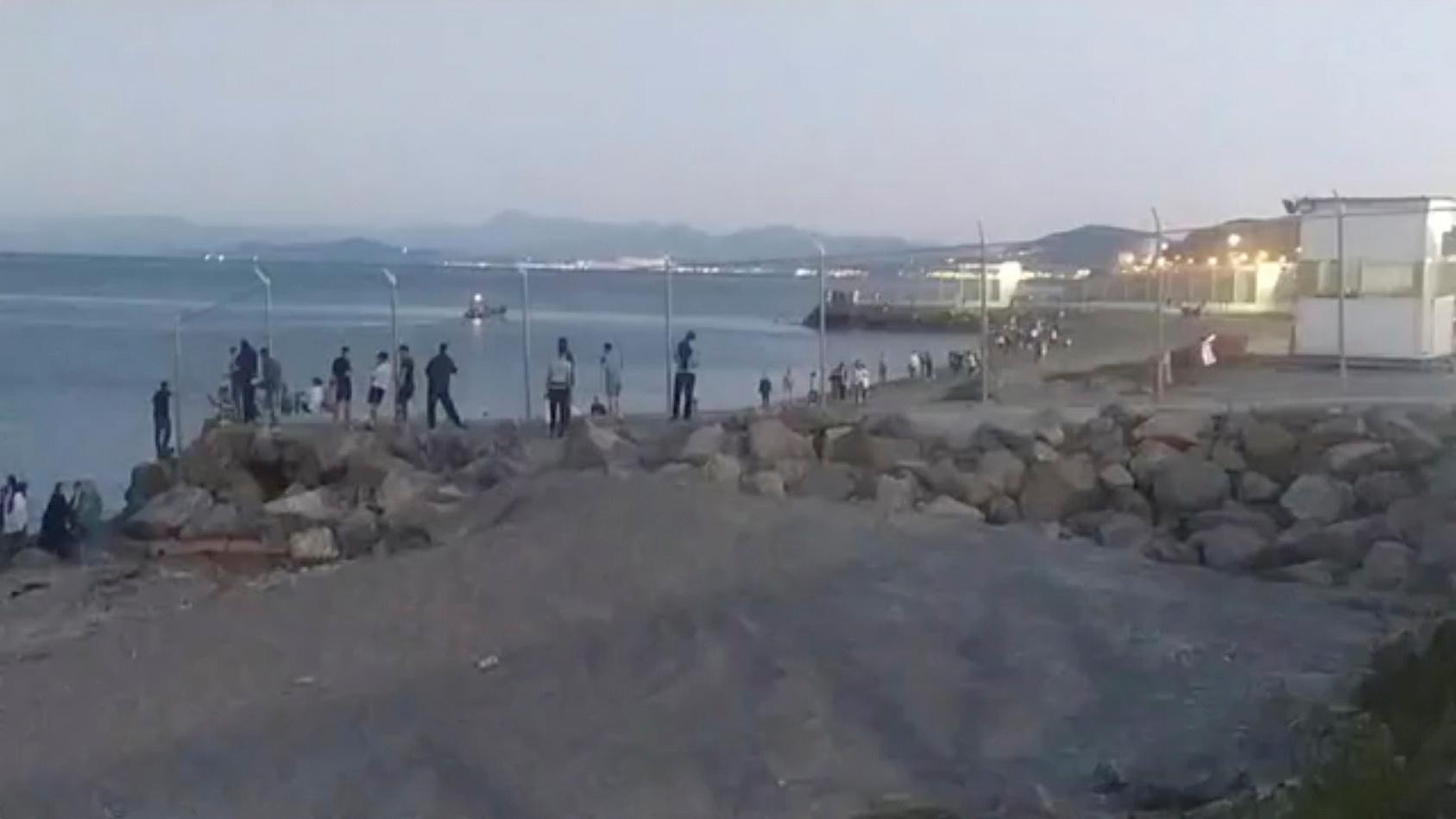 السلطات الإسبانية: نحو 5 آلاف مغربي دخلوا سبتة بصورة غير شرعية