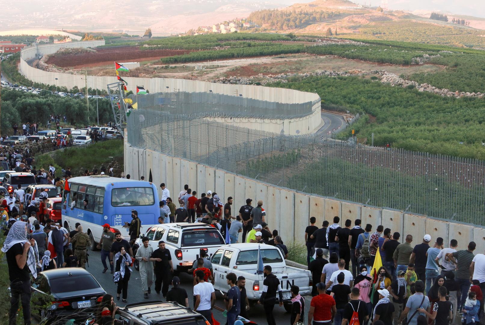 الجيش الإسرائيلي يلقي قنبلة دخانية على المتظاهرين عند حدود بلدة العديسة اللبنانية