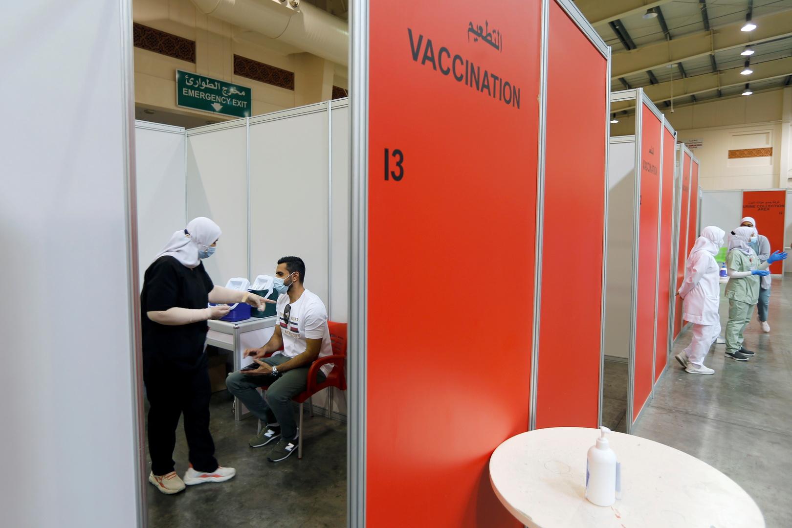 البحرين تتيح التطعيم ضد كورونا للفئة العمرية من 12 إلى 17 عاما