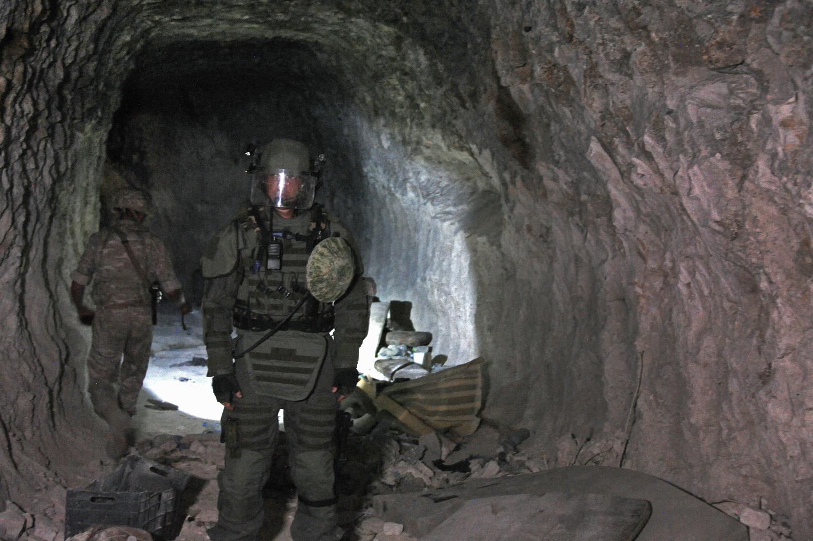 العسكريون الروس والسوريون يدمرون أنفاقا للمسلحين في ريف حماة