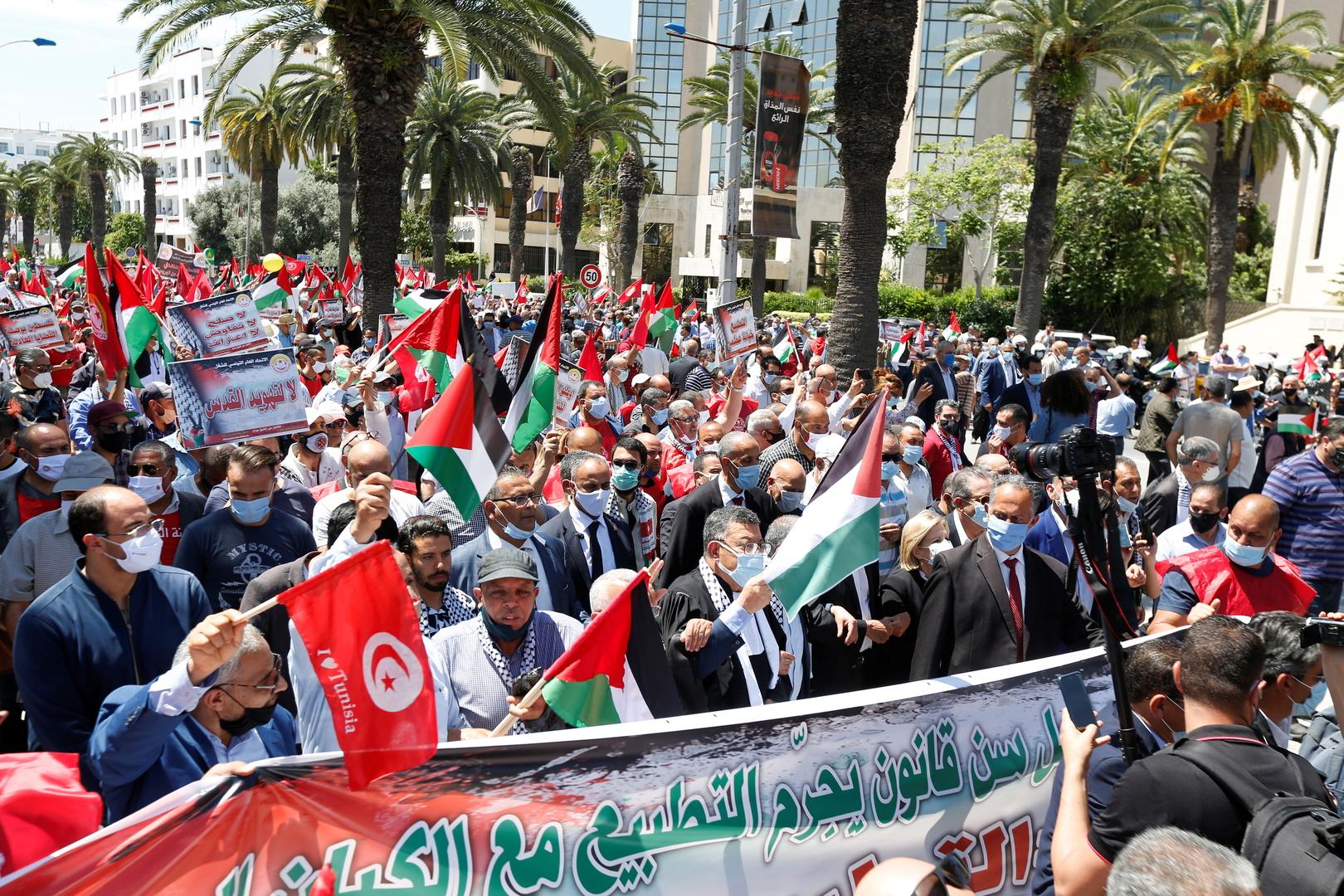 تونس.. مظاهرات حاشدة تضامنا مع فلسطين ولمطالبة البرلمان بالتصديق على قانون تجريم التطبيع مع اسرائيل