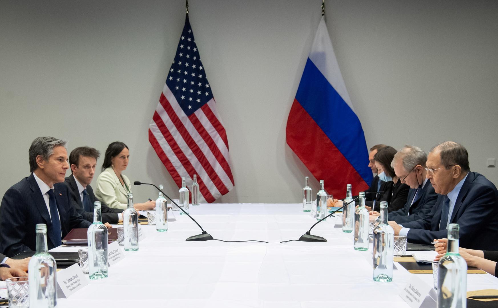 وزير الخارجية الروسي، سيرغي لافروف، ونظيره الأمريكي، أنتوني بلينكن، خلال اجتماعهما الأول الذي عقد في ريكيافيك يوم 20 مايو 2021.