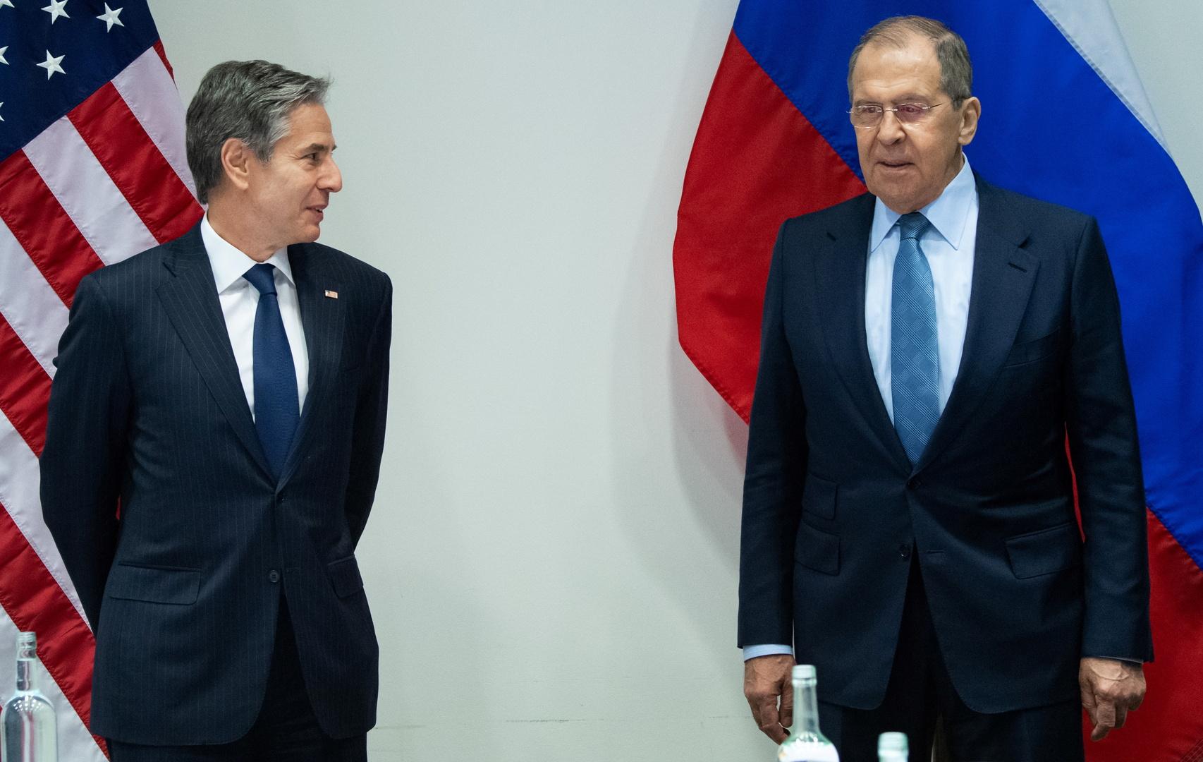 بلينكن يؤكد خلال لقائه لافروف أهمية إيصال المساعدات الإنسانية للشعب السوري