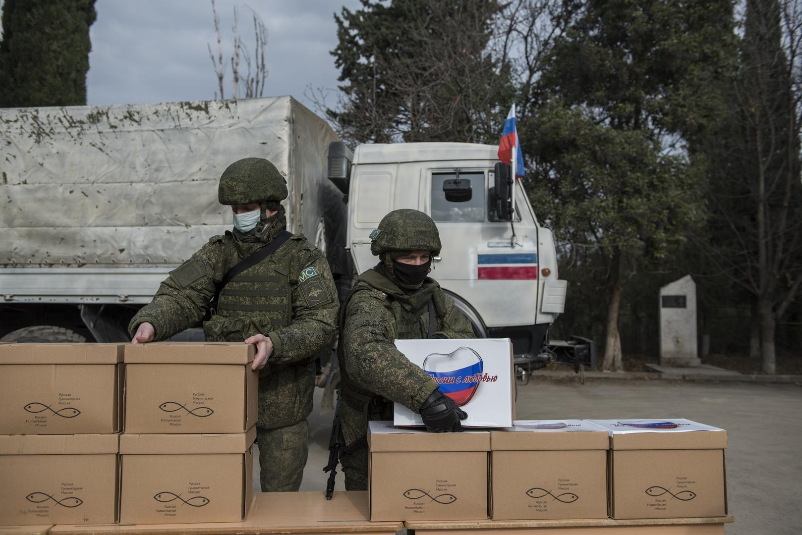 قوات حفظ السلام الروسية توزع مساعدات إنسانية على النازحين في قره باغ