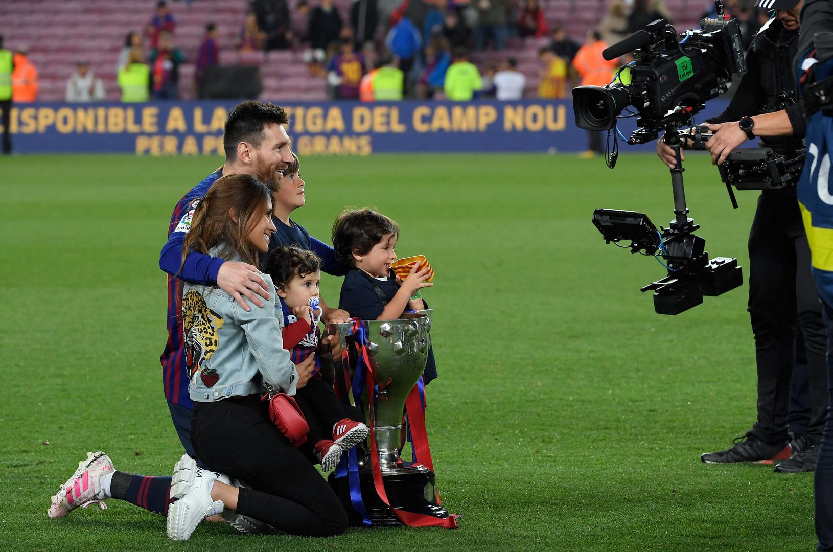 عائلة ميسي تدفعه للرحيل عن برشلونة