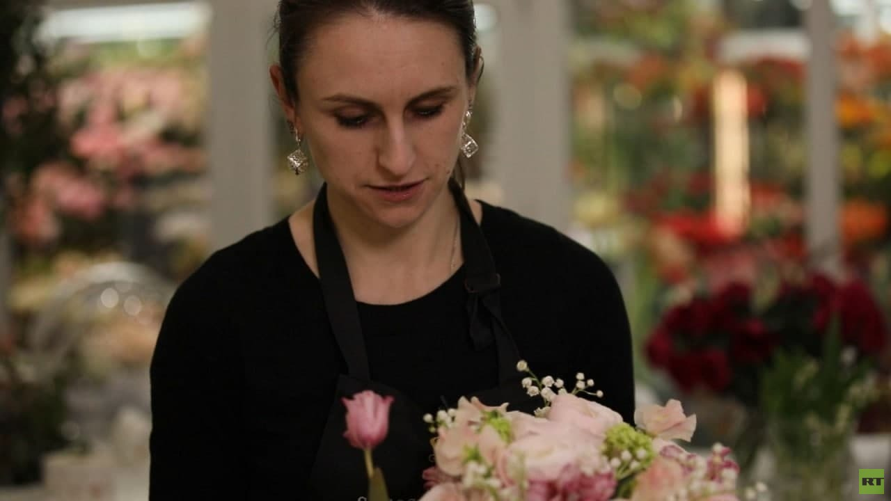رومانسية مهنة بائعة الأزهار