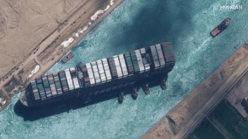 مصر تكشف لأول مرة عن حادث وقع أثناء تعويم السفينة