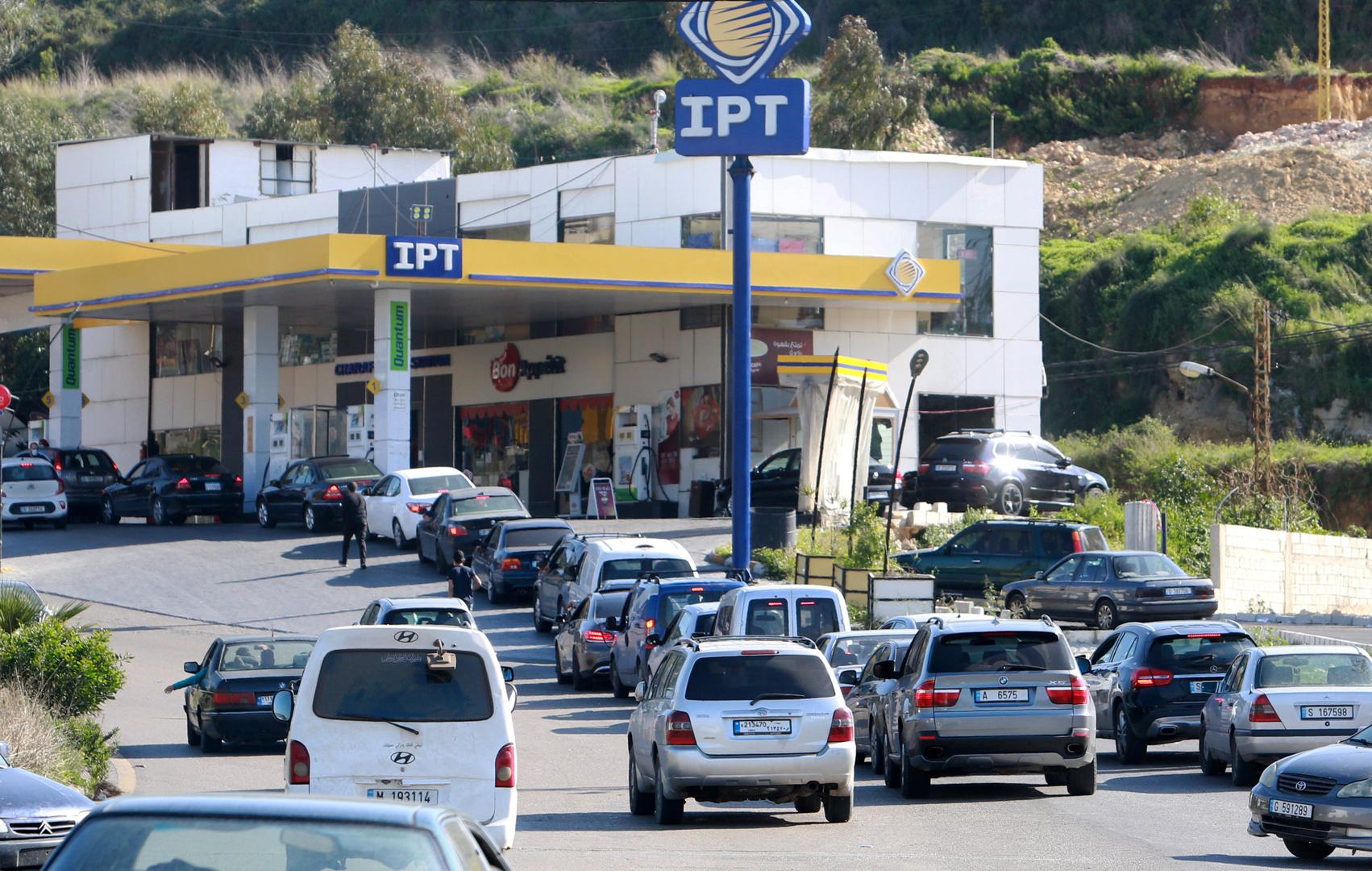 لبنان.. انقطاع الأدوية والبنزين والأزمة إلى مزيد من التفاقم