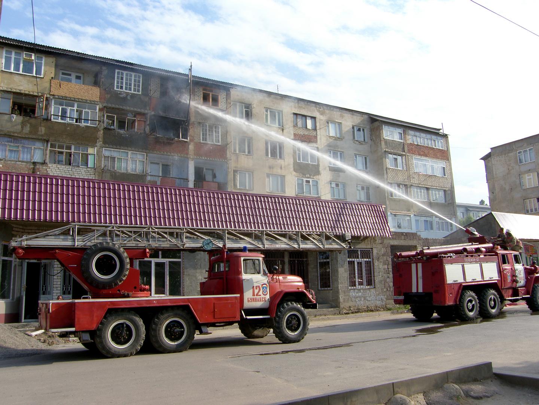 مصرع طفلين وإصابة اثنين آخرين في حريق بمبنى سكني في داغستان
