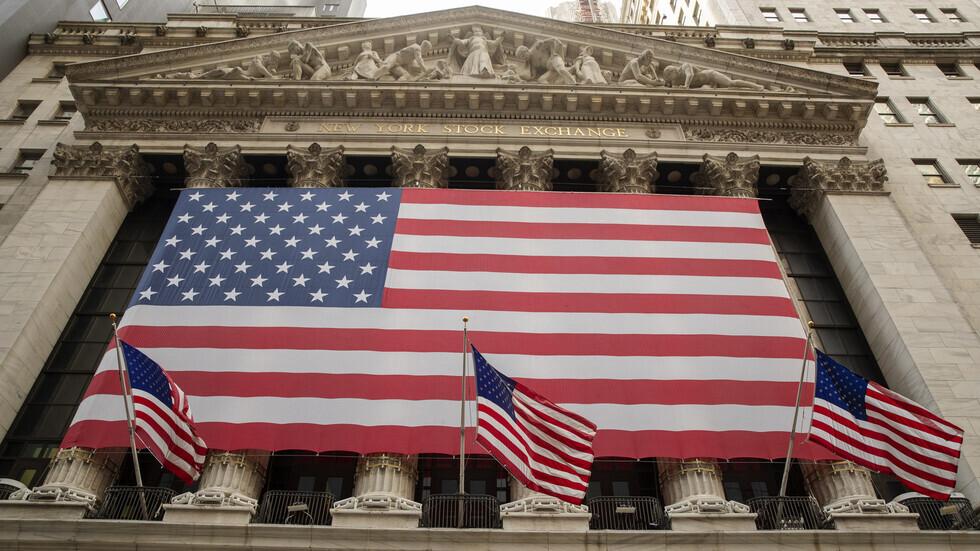 بورصة وول ستريت تغلق على انخفاض طفيف بينما يراقب المستثمرون مسار التضخم