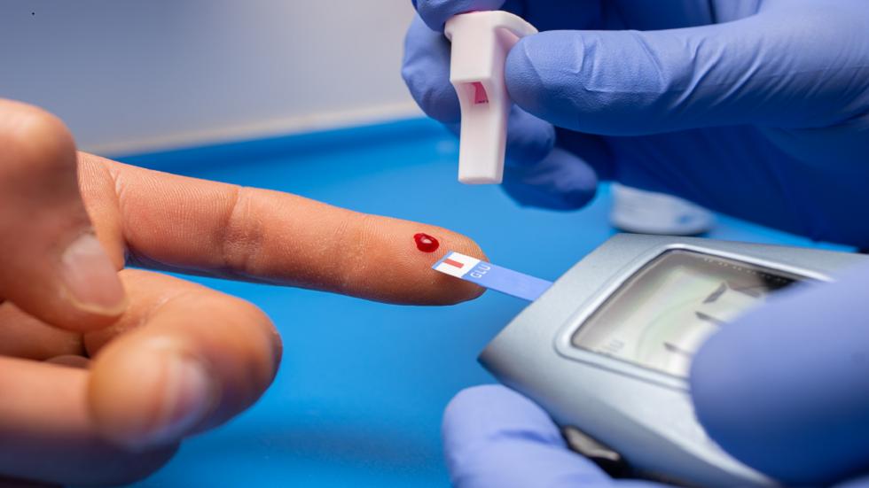 ارتفاع مستويات السكر في الدم يعرّض المرضى لخطر الإصابة بأربعة التهابات