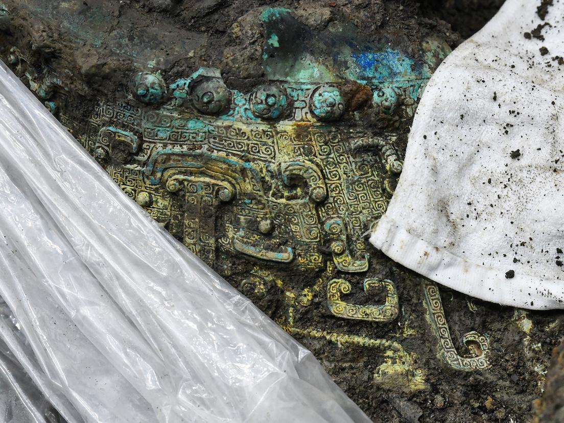 6 حفر قرابين مليئة بالقطع الأثرية تكشف عن طقوس مملكة صينية قديمة