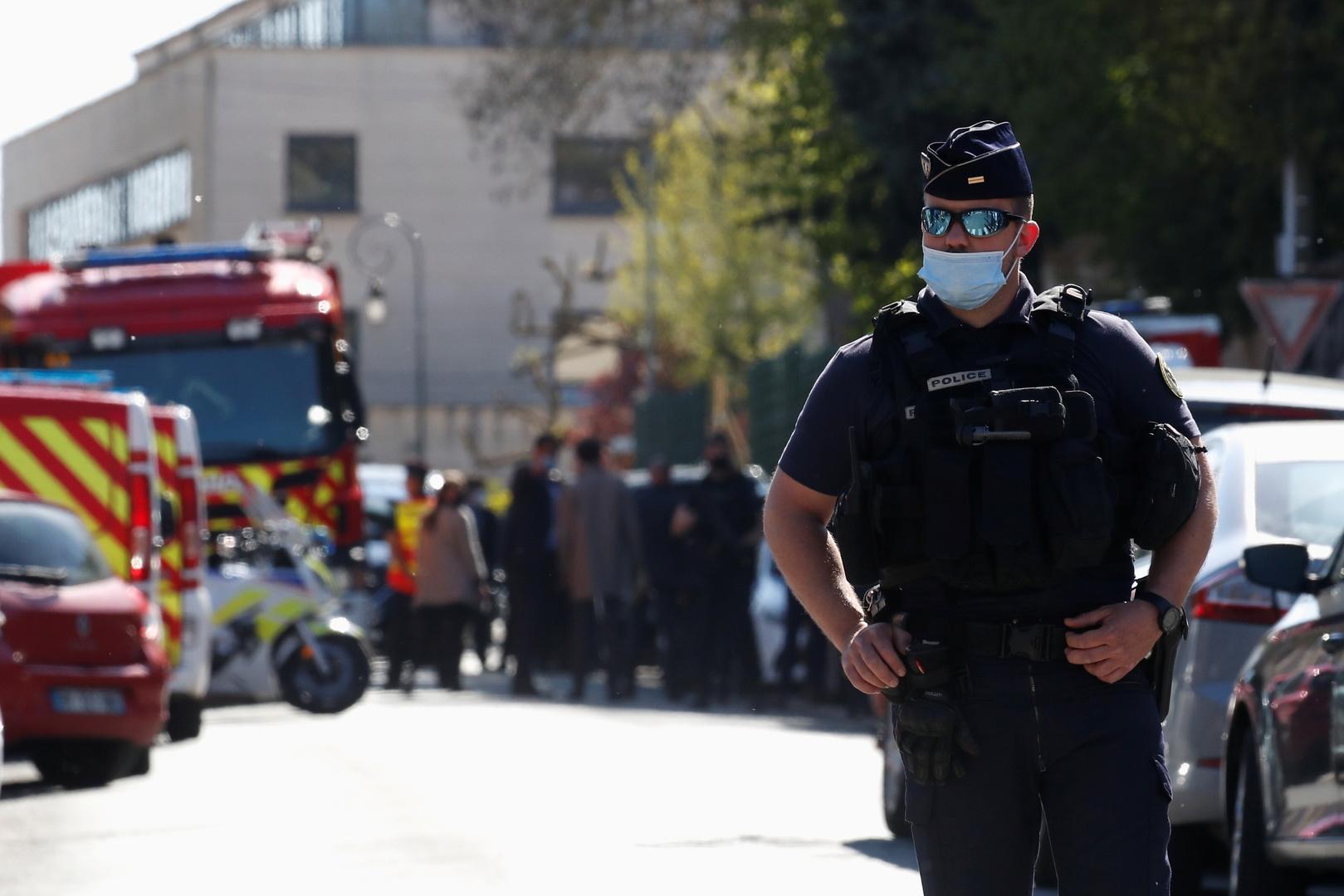 فرنسا.. مقتل رجل طعن شرطية قرب نانت خلال اعتقاله وإصابة ضابطين آخرين