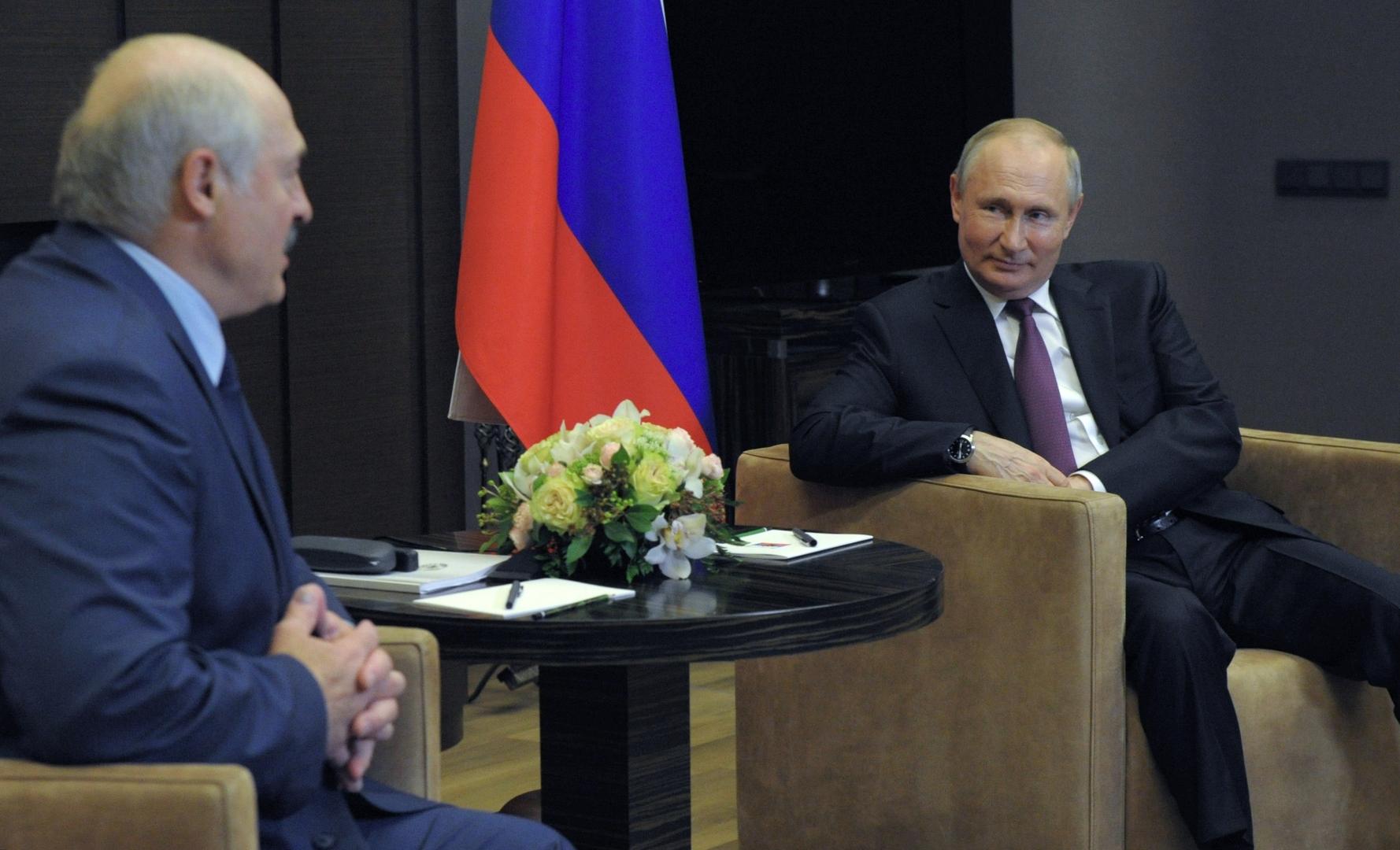 الرئيس الروسي، فلاديمير بوتين، خلال لقاء مع رئيس بيلاروس، ألكسندر لوكاشينكو (سوتشي، 28 مايو 2021).