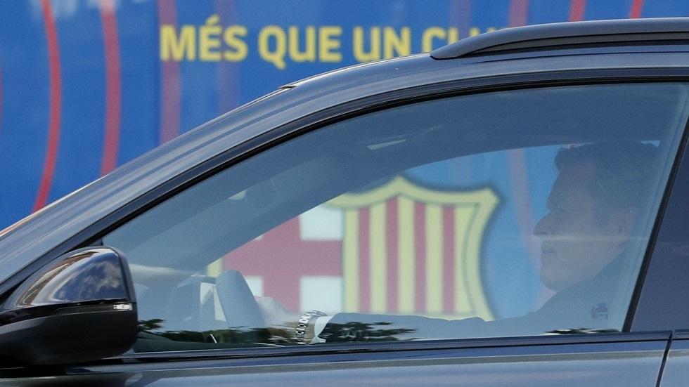 برشلونة يؤكد دخول مدربه كومان إلى المستشفى