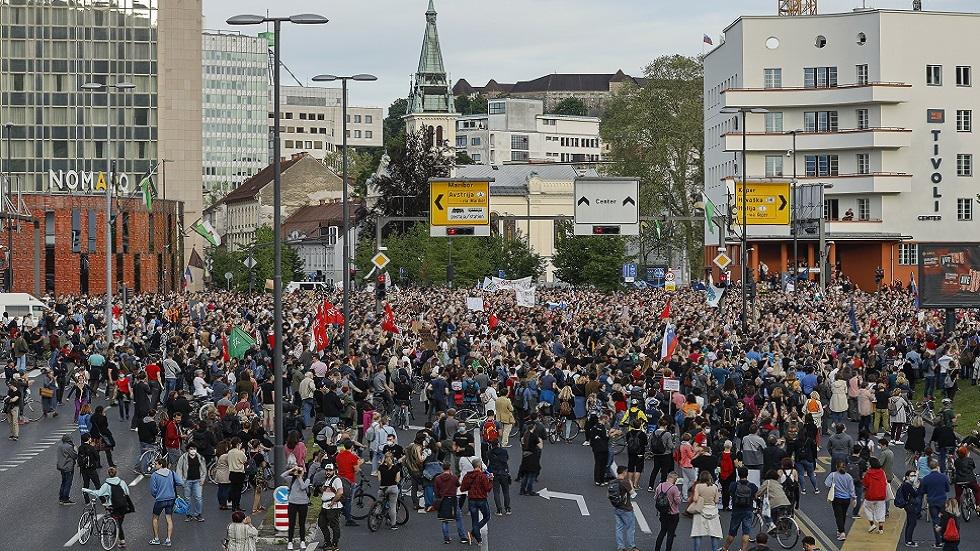 الآلاف يتظاهرون  في عاصمة سلوفينيا ضد رئيس الوزراء