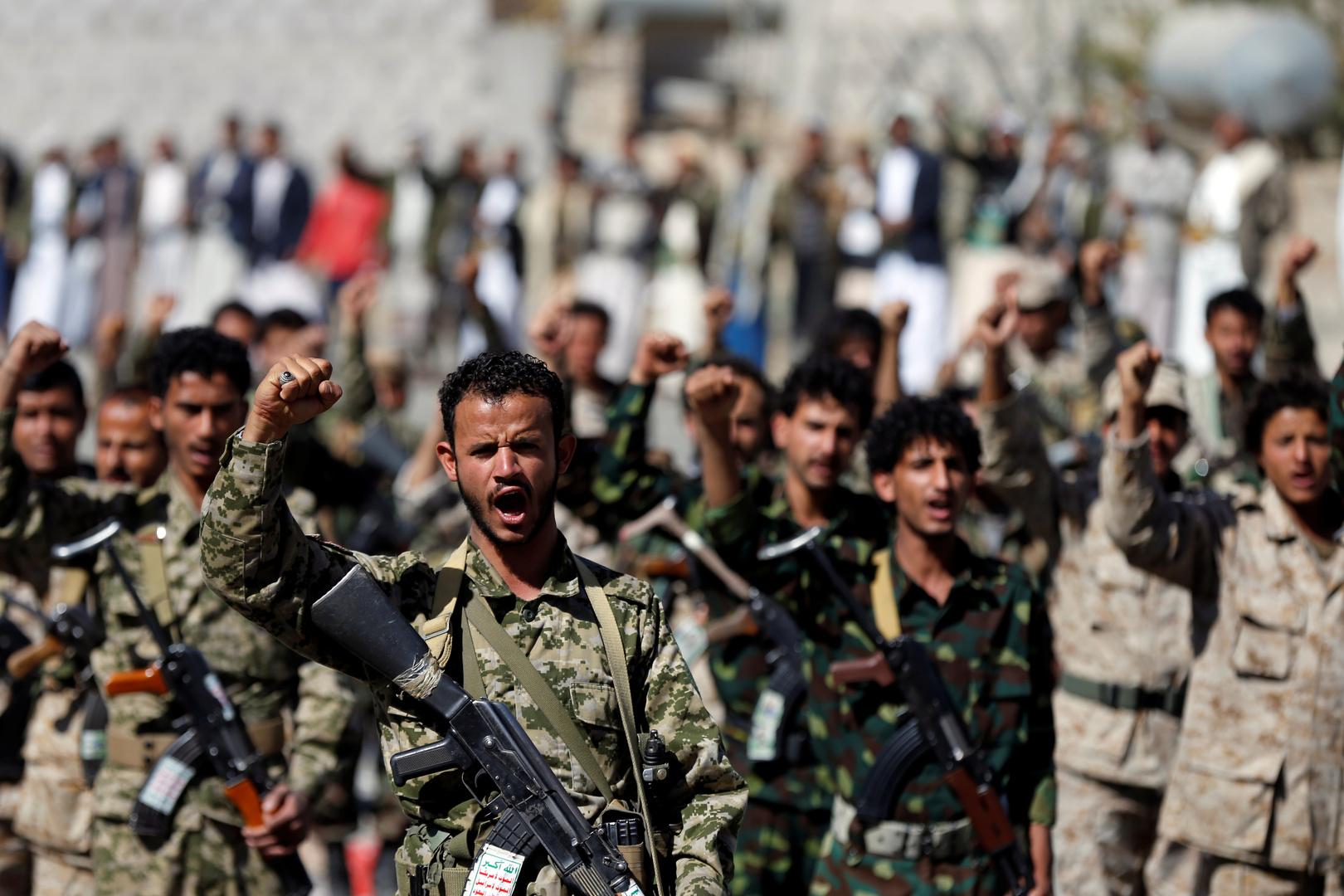 الحوثيون يستهدفون قاعدة جوية عسكرية جنوب السعودية ويعلنون إصابة الهدف بشكل دقيق