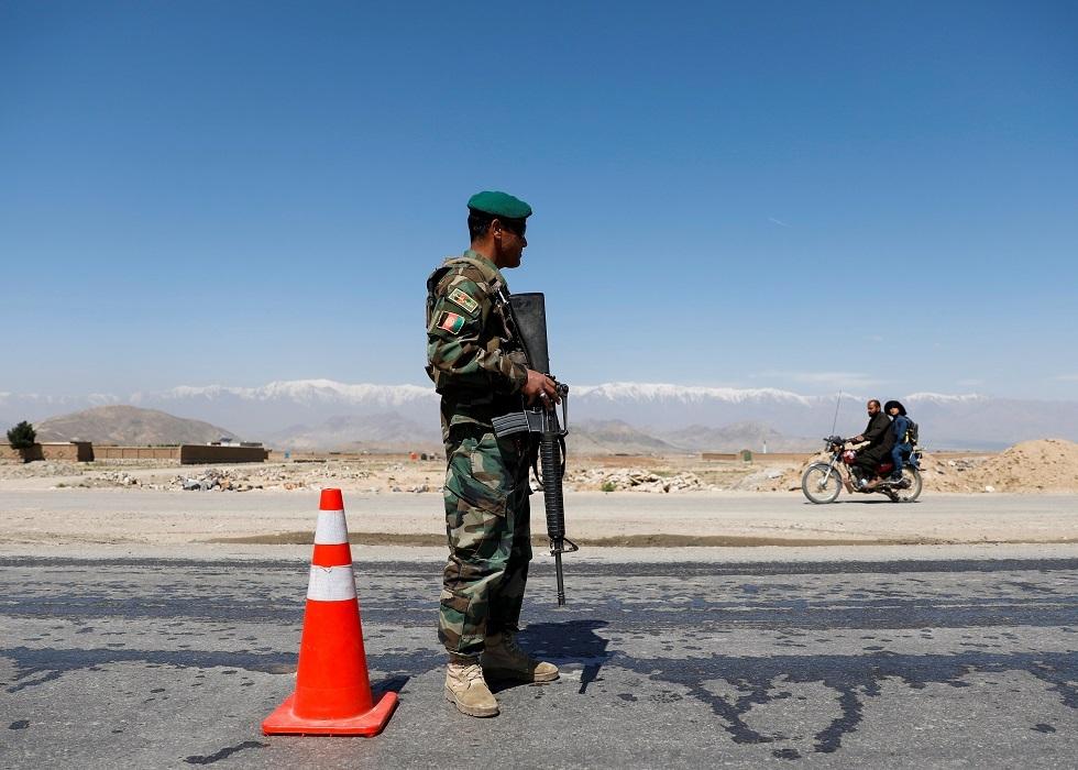 أستراليا تغلق سفارتها في أفغانستان ومترجمون أفغان يتظاهرون طلبا للحماية
