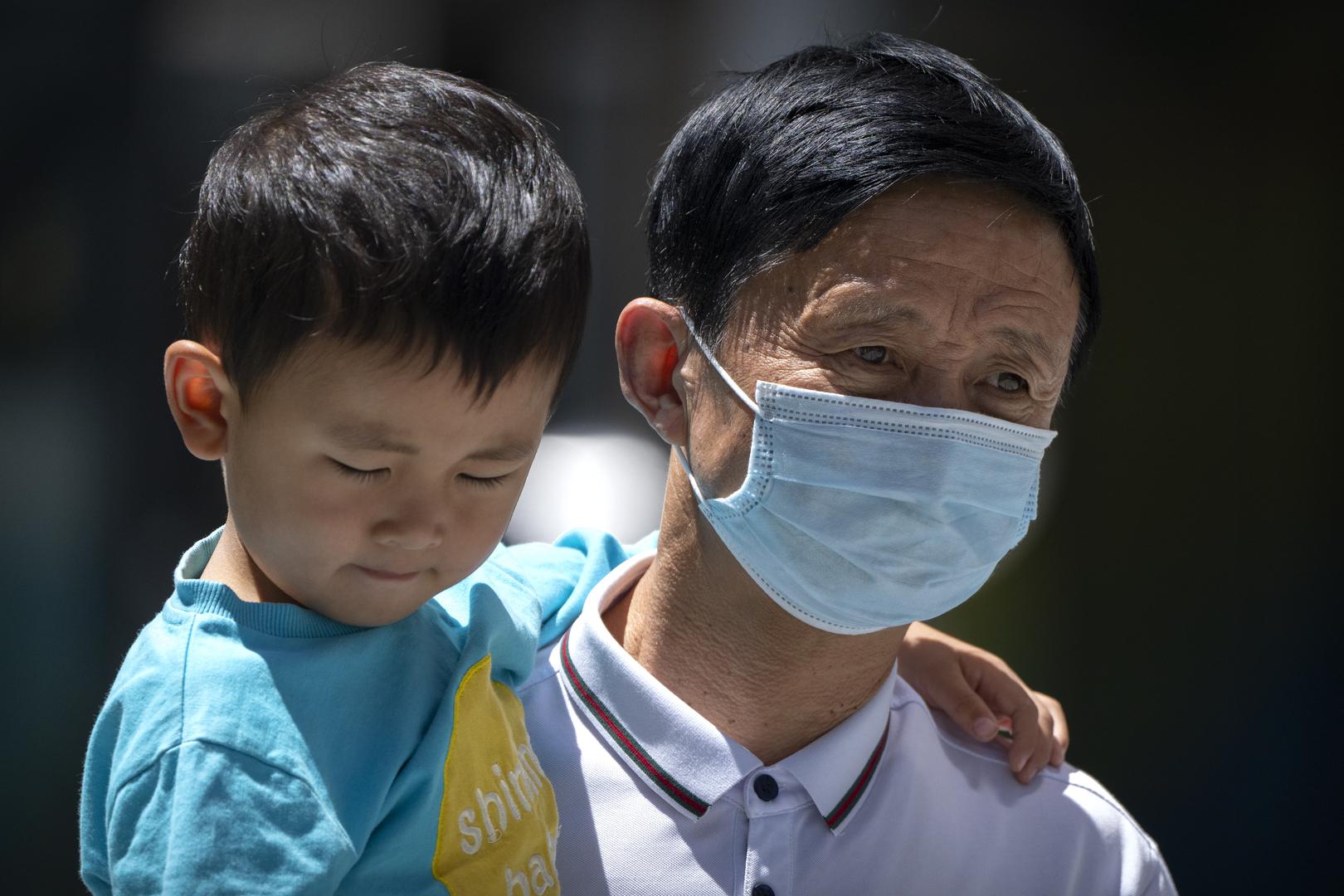 مدينة صينية تغلق حيا بالكامل وتأمر السكان بالبقاء في منازلهم