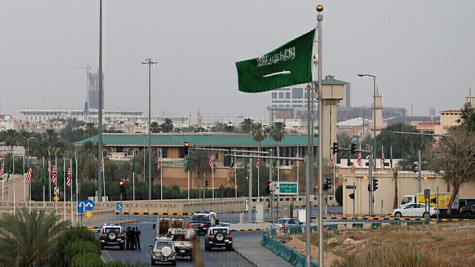 علم السعودية في مكة المكرمة.