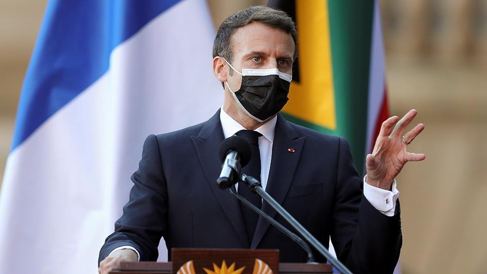 ماكرون يهدد بسحب العسكريين الفرنسيين إذا سارت مالي