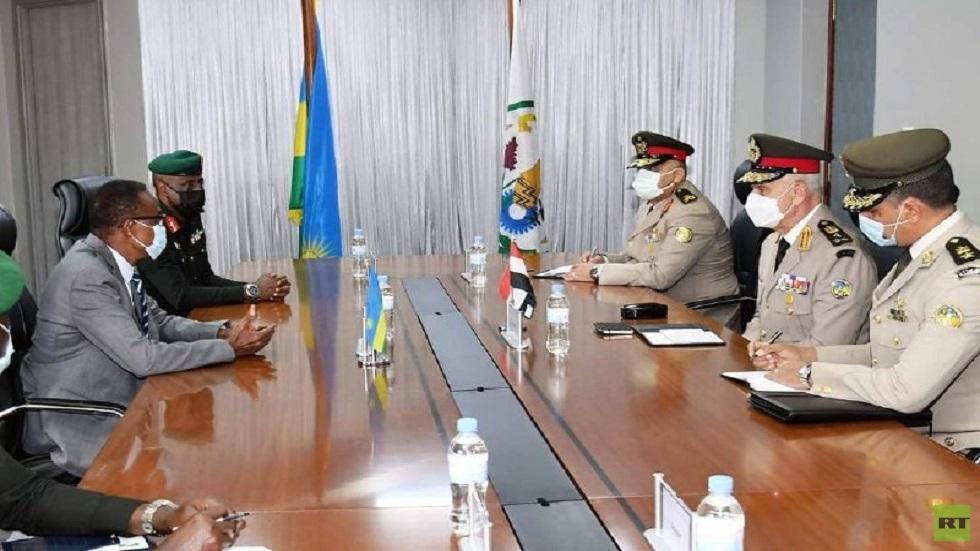 مصر تتفق مع كينيا ورواندا على تطوير التعاون العسكري بينهم وتعزيزه