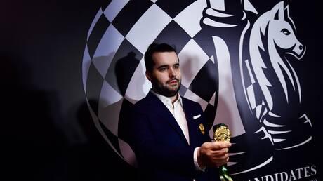 """لن يوضع العلم الروسي على طاولة مواجهة """"نيبومنياشي وكارلسين"""" على لقب بطل العالم للشطرنج"""