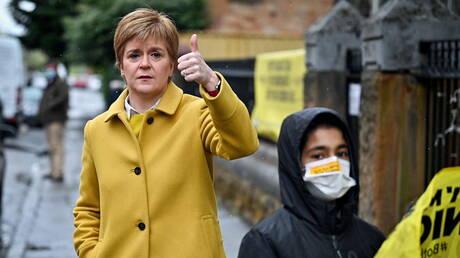 """""""رووداو"""".. رئيسة وزراء اسكتلندا تلتقي 4 لاجئين أكراد وتوجه رسالة إلى والدة أحدهم في القامشلي بسوريا"""