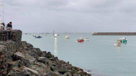 """في حمى المواجهة.. تصادم قاربين بريطاني وفرنسي في """"المانش"""""""