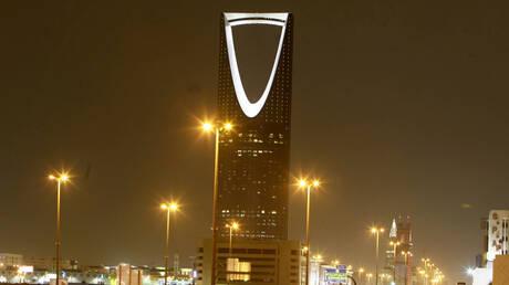 السعودية.. إنقاذ طفلة معلقة من عنقها بأعلى فندق مهجور في المدينة المنورة