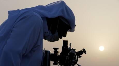 السعودية: تعذر رؤية هلال شهر شوال مساء الثلاثاء في عدة مناطق بالمملكة